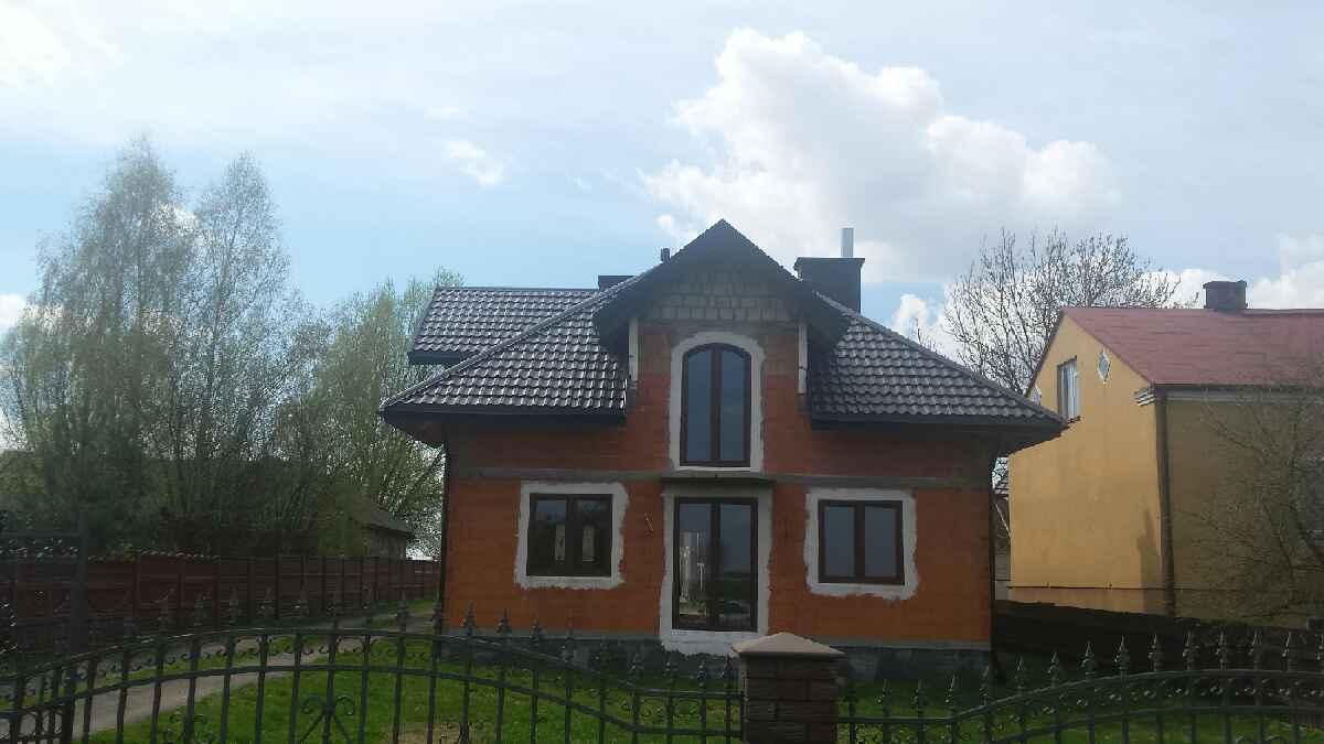 Wykonanie pokrycia dachowego budynku jednorodzinnego.